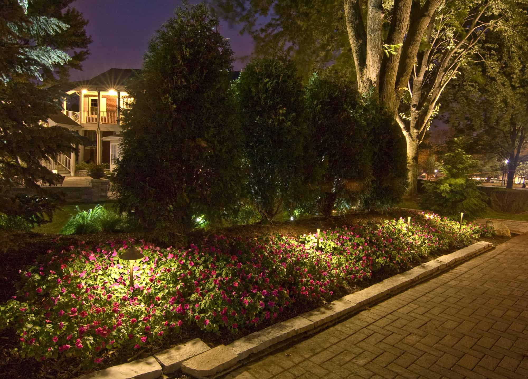 Path lights best solar garden lights hanging solar coach for Outdoor pathway lighting sets